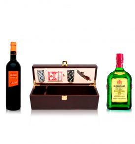 Set Buchanan's, Vino Tinto Cencibel y Estuche para Vino con Cartas y Fichas
